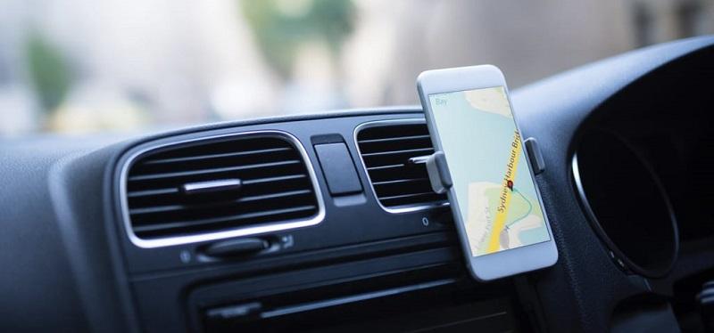 Carro com GPS de celular