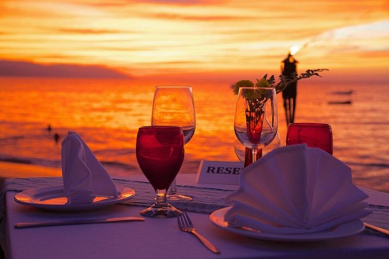 Jantar com pôr do sol